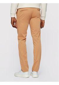 BOSS - Boss Chinosy Schino 50379152 Brązowy Slim Fit. Kolor: brązowy