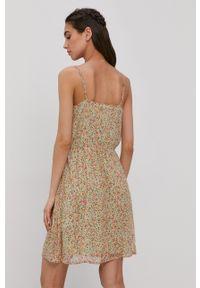 Vero Moda - Sukienka. Kolor: zielony. Materiał: tkanina, poliester. Długość rękawa: na ramiączkach. Typ sukienki: rozkloszowane
