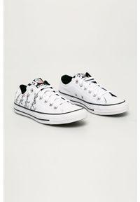 Białe niskie trampki Converse na obcasie, na sznurówki