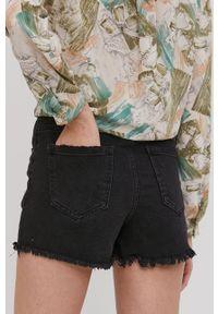 Answear Lab - Szorty jeansowe. Okazja: na co dzień. Stan: podwyższony. Kolor: czarny. Materiał: jeans. Styl: wakacyjny