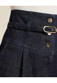 Luisa Spagnoli - LUISA SPAGNOLI - Granatowe jeansy z wysokim stanem Opaline. Stan: podwyższony. Kolor: niebieski. Wzór: aplikacja