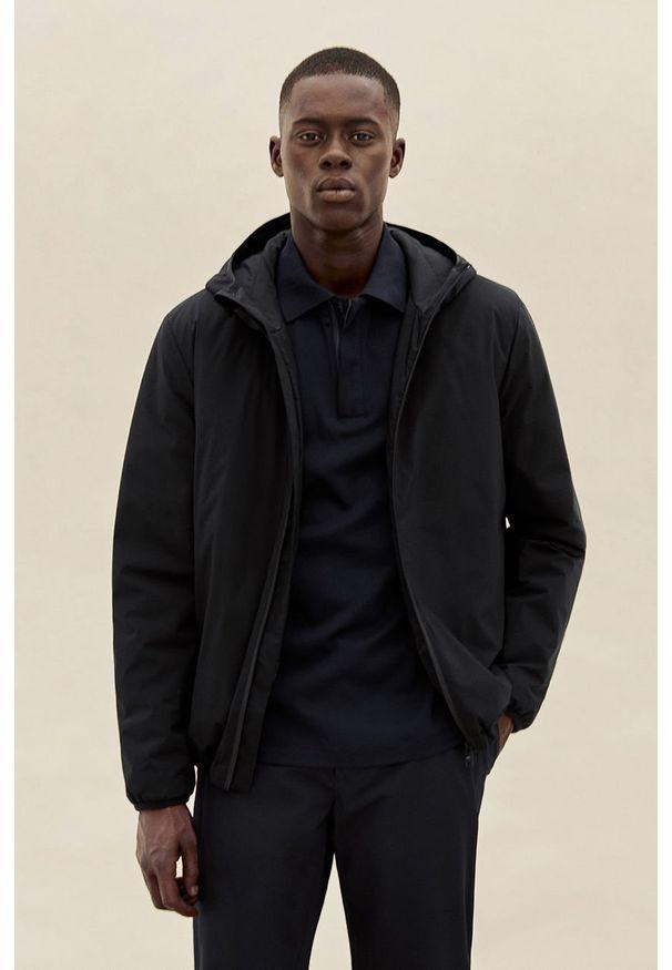 Czarna kurtka Mango Man z kapturem, casualowa, na co dzień