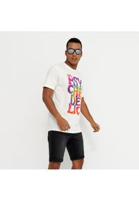 Kremowy t-shirt House z nadrukiem