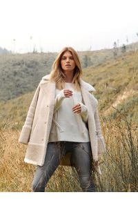 TOP SECRET - Jeansowe spodnie damskie slim. Okazja: na co dzień. Kolor: szary. Materiał: jeans. Sezon: jesień, zima. Styl: elegancki, casual