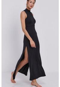 Emporio Armani - Sukienka. Kolor: czarny. Materiał: dzianina. Typ sukienki: rozkloszowane