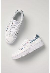 Białe buty sportowe Reebok Classic na obcasie, na sznurówki
