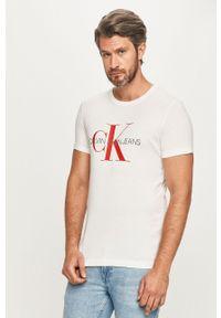Biały t-shirt Calvin Klein Jeans na co dzień, casualowy, z okrągłym kołnierzem, z nadrukiem