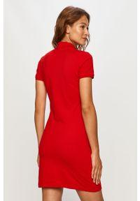 Czerwona sukienka Lacoste na co dzień, dopasowana