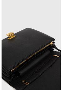 Coccinelle - Torebka skórzana Arlettis. Kolor: czarny. Materiał: skórzane. Rodzaj torebki: na ramię