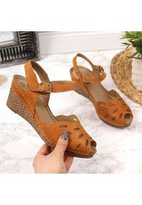 Sandały damskie skórzane na koturnie rude Helios 4023. Kolor: brązowy. Materiał: skóra. Obcas: na koturnie