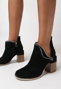 Born2be - Czarne Botki Phenice. Nosek buta: okrągły. Zapięcie: zamek. Kolor: czarny. Szerokość cholewki: normalna. Wzór: aplikacja. Obcas: na słupku