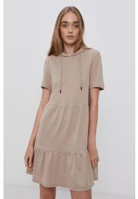 Jacqueline de Yong - Sukienka. Kolor: beżowy. Materiał: dzianina. Wzór: gładki. Typ sukienki: rozkloszowane