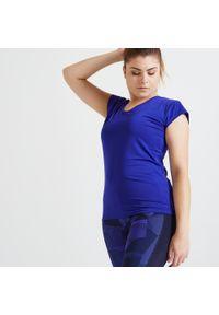 DOMYOS - Koszulka fitness Domyos FTS 100 slim. Kolor: niebieski. Materiał: poliester, elastan, materiał. Długość rękawa: krótki rękaw. Długość: krótkie. Sport: fitness