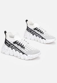 Born2be - Białe Sneakersy Dionyselaus. Nosek buta: okrągły. Zapięcie: bez zapięcia. Kolor: biały. Materiał: materiał. Szerokość cholewki: normalna. Wzór: napisy, aplikacja