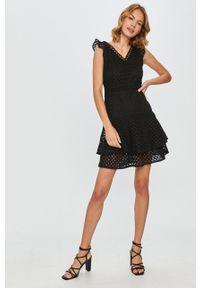 Czarna sukienka Answear Lab na co dzień, mini, bez rękawów, casualowa