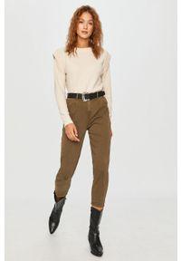 Zielone jeansy loose fit Answear Lab wakacyjne