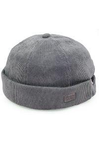 Szara czapka Pako Jeans na wiosnę