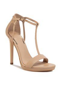 Beżowe sandały Guess eleganckie