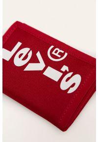 Czerwony portfel Levi's® w kolorowe wzory