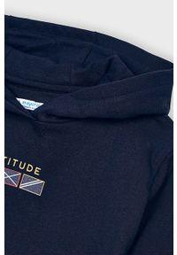 Niebieska bluza Mayoral na co dzień, casualowa, z nadrukiem, z kapturem