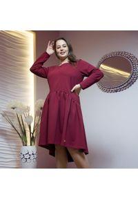 Czerwona sukienka dla puszystych Moda Size Plus Iwanek elegancka, z długim rękawem, na jesień