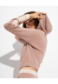 Elisabetta Franchi - ELISABETTA FRANCHI - Jasnoróżowa krótka bluza z kapturem. Typ kołnierza: kaptur. Kolor: różowy, wielokolorowy, fioletowy. Długość: krótkie