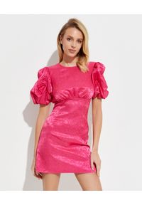 THE ANDAMANE - Różowa sukienka mini. Okazja: na co dzień. Kolor: różowy, wielokolorowy, fioletowy. Materiał: tkanina. Typ sukienki: proste. Styl: casual. Długość: mini