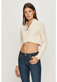 Pepe Jeans - Sweter Juliette x Dua Lipa. Kolor: beżowy. Materiał: dzianina, materiał. Długość rękawa: raglanowy rękaw. Długość: krótkie