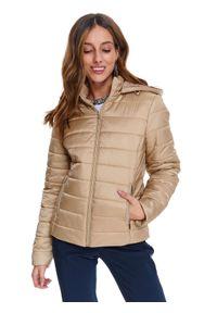 TOP SECRET - Krótka pikowana kurtka z kapturem. Typ kołnierza: kaptur. Kolor: beżowy. Długość: krótkie. Sezon: wiosna