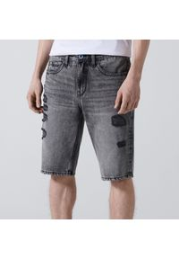 Cropp - Jeansowe szorty z przetarciami - Jasny szary. Kolor: szary. Materiał: jeans