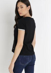 Born2be - Czarny T-shirt Kephina. Kolor: czarny. Materiał: bawełna, jersey, dzianina, koronka. Długość rękawa: krótki rękaw. Długość: krótkie. Wzór: koronka. Styl: klasyczny, elegancki
