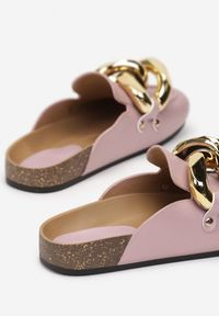 Renee - Liliowe Klapki Rogena. Nosek buta: okrągły. Kolor: fioletowy. Wzór: aplikacja. Styl: elegancki
