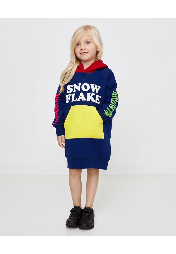 DSQUARED2 KIDS - Bawełniana sukienka z kapturem 4-16 lat. Typ kołnierza: kaptur. Kolor: czerwony. Materiał: bawełna. Długość rękawa: długi rękaw. Wzór: nadruk, kolorowy. Sezon: lato