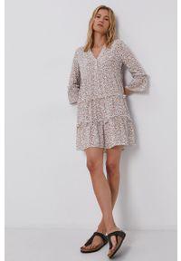 Vero Moda - Sukienka. Kolor: beżowy. Materiał: tkanina, wiskoza, materiał. Typ sukienki: rozkloszowane