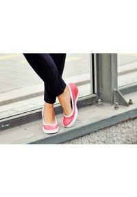 Zapato - półbuty na koturnie - skóra naturalna - model 024 - kolor granat. Okazja: na spotkanie biznesowe. Materiał: skóra. Wzór: nadruk, gładki, kolorowy. Obcas: na koturnie. Styl: sportowy, glamour, elegancki, klasyczny, biznesowy. Wysokość obcasa: wysoki