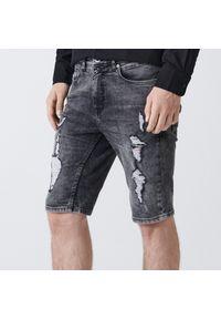 Cropp - Jeansowe szorty z przetarciami - Szary. Kolor: szary. Materiał: jeans
