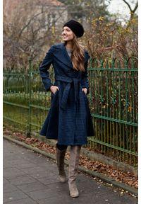 Marie Zélie - Płaszcz Achillea granatowa pepita – wełna Harris Tweed®. Kolor: niebieski. Materiał: wełna. Wzór: ze splotem