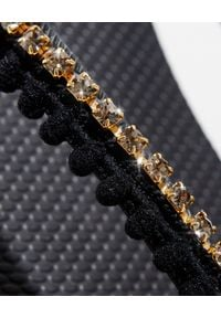 MYSTIQUE SHOES - Czarne japonki z kryształami. Kolor: czarny. Materiał: guma. Wzór: paski, aplikacja