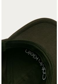 Oliwkowa czapka z daszkiem Calvin Klein z aplikacjami
