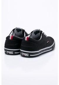 Czarne niskie trampki Tommy Jeans na sznurówki, z cholewką, z okrągłym noskiem