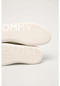 Białe sneakersy TOMMY HILFIGER na sznurówki, z cholewką, z okrągłym noskiem