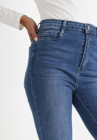 Born2be - Niebieskie Jeansy Straight Aely. Okazja: na co dzień. Stan: podwyższony. Kolor: niebieski. Długość: długie. Wzór: gładki. Styl: klasyczny, casual