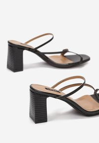 Born2be - Czarne Klapki Larimelle. Nosek buta: otwarty. Kolor: czarny. Wzór: aplikacja. Sezon: lato. Obcas: na obcasie. Wysokość obcasa: średni