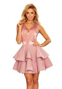 Różowa sukienka Numoco na imprezę, w koronkowe wzory