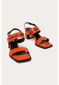 Pomarańczowe sandały Karl Lagerfeld na klamry, klasyczne, na obcasie