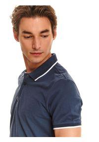 Niebieski t-shirt TOP SECRET z krótkim rękawem, w kolorowe wzory, casualowy