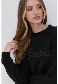Guess - Bluza bawełniana. Okazja: na co dzień. Kolor: czarny. Materiał: bawełna. Długość rękawa: długi rękaw. Długość: długie. Wzór: aplikacja. Styl: casual