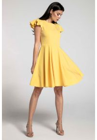 Nommo - Żółta Rozkloszowana Sukienka z Rękawkiem Typu Motylek. Kolor: żółty. Materiał: wiskoza, poliester. Długość rękawa: krótki rękaw