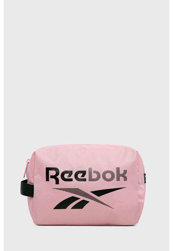 Różowa kosmetyczka Reebok z nadrukiem