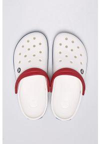 Białe klapki Crocs z okrągłym noskiem, gładkie